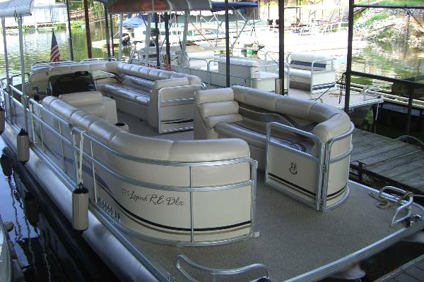 Tri-Toon Pontoon with 200 hp Suzuki motor
