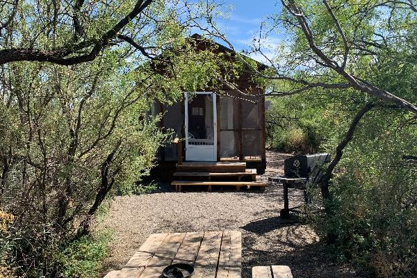 Cholla Cabin - Outside area