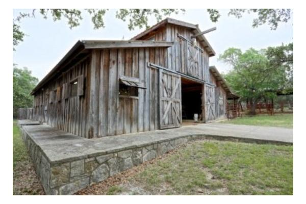 2000 Square Feet Barn with Original Hill Country Features
